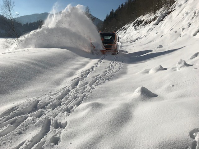 © Staatliches Bauamt Traunstein: Schneeräumung mittels Großschneeschleuder