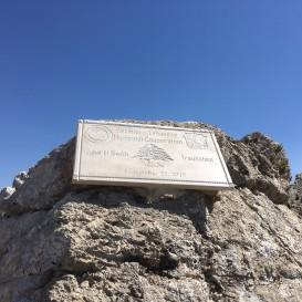 © Landratsamt Traunstein: Tafel zur Entwicklungs-Partnerschaft zwischen dem Landkreis Traunstein und Jabal El Sheikh.