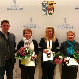 © Landratsamt Traunstein: Verdienstmedaille des Verdienstordens der Bundesrepublik Deutschland (von links): Elfriede Allerberger, Grit Mühlauer, Erika Stefanutti