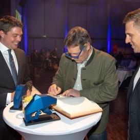 © Landratsamt Traunstein: Eintrag in das Goldene Buch des Landkreises