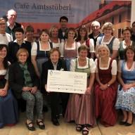 © Landratsamt Traunstein: Die Bürgermeister-Familien erwirtschafteten im diesjährigen Café Amtsstüberl beim Blattl-Sonntag 6.170 Euro und spendeten diese an die Aktionsgemeinschaft für Behinderung (AfB).