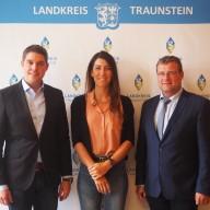 Bild (von links): Landrat Siegfried Walch, Dr. Carina Romodow (Leiterin der Geschäftsstelle der Gesundheitsregion plus Landkreis Traunstein) und Dr. Wolfgang Krämer (Leiter des Gesundheitsamtes Traunstein).   © Landratsamt Traunstein